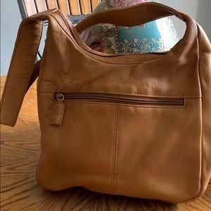 Tinanello ladies hobo style leather purse